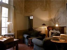 Egy egyhálószobás lakás nappalija