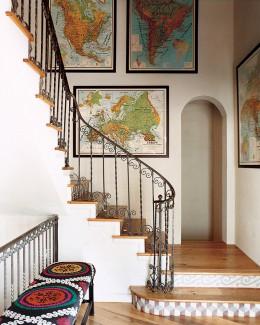 Elegáns megoldás térképek elhelyezése a falon