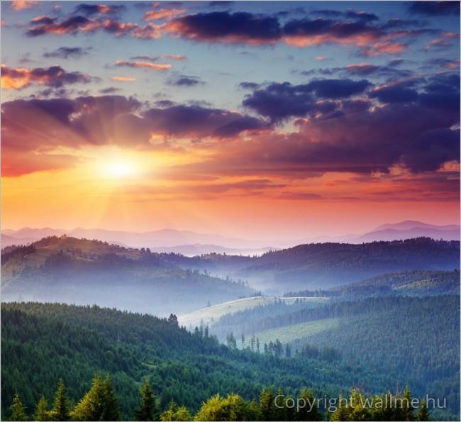 Látványos, színekkel teli tájkép az ukrajnai Kárpátaljáról