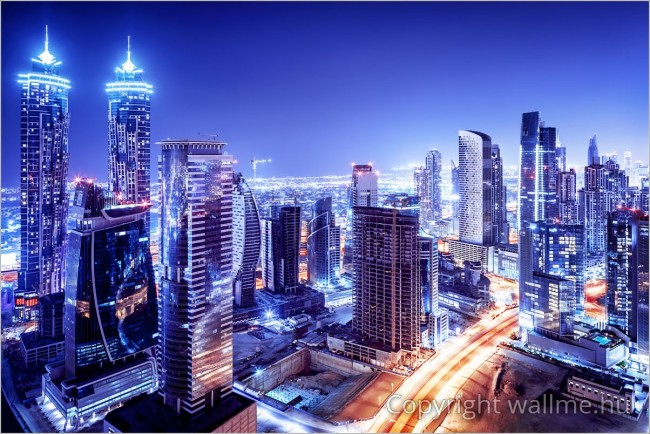 Sci-fi szerűen megkomponált fotó Dubai belvárosáról. Kékes - lilás színárnyalatú dekorációs falikép.