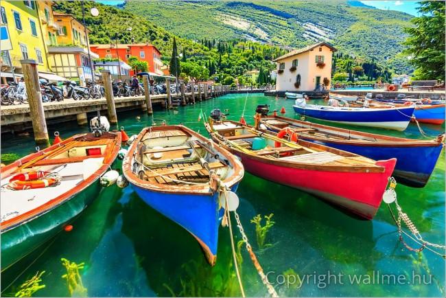Színes csónakok a Garda tavon