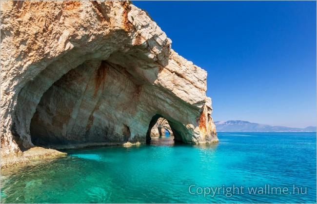 Természetes sziklaképződmények Zakhyntos szigetén. Tengerparti tájkép fotó