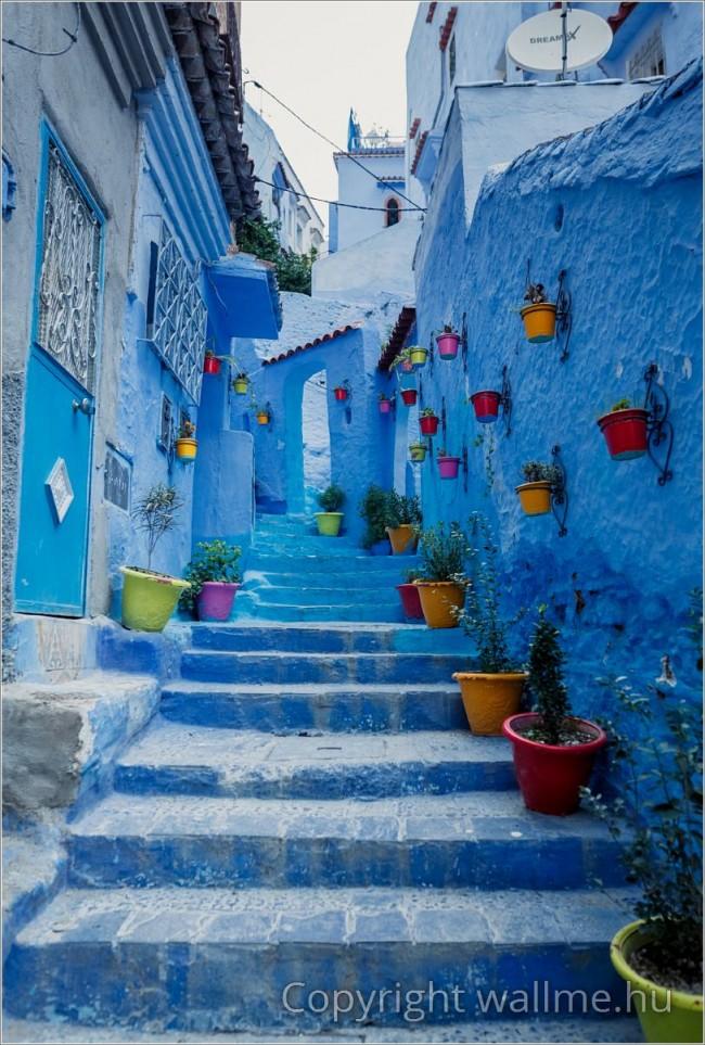 Chefchaouen, Marokkó kék városa. Látványos fotó a különleges építészeti stílusról